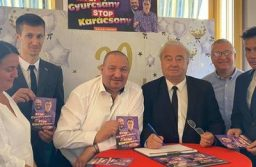 Németh Szilárd a határon túl is gyűjti az ellenzékellenes aláírásokat